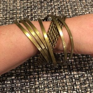"Jewelry - Bracelet 9"" long - brassy color"